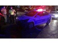 Polis aracıyla motosiklet çarpıştı: 1 yaralı