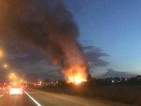 Akaryakıt istasyonuna yakın alanda depo yangını
