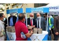 Hz. Muhammed'in hayatını anlatan kitaplar dağıttılar