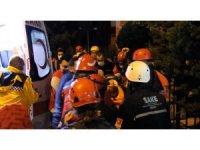Depremden 15 saat sonra enkazdan kurtarıldı