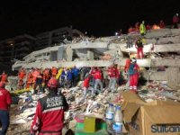 Ayvalık AKFD-ADAK İzmir'deki enkazda gönüllü olarak görev aldı