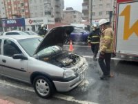 Seyir halindeki otomobil alev aldı
