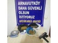 Arnavutköy'de operasyon yapılan evden 1,5 kilo uyuşturucu madde çıktı