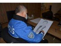Şehit olan öğretmenlerin portresine çizen polis, Öğretmenler Günü'nde ailelerine hediye etti