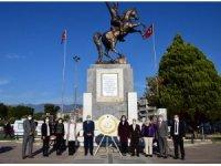 Edremit'te Öğretmenler Günü'nde anlamlı etkinliklere imza atıldı
