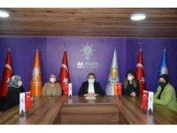 """AK Partili kadınlardan anlamlı mesaj, """"Her türlü şiddete karşı turuncu çizgimizi çekiyoruz"""""""