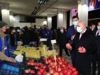 Keçiörenliler alışverişlerini sıcacık semt pazarlarında yapıyorlar