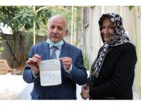 Evlilik cüzdanında sakladığı mısır püskülünü 46 yıl sonra çıkardı