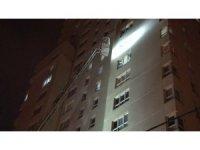 Esenyurt'ta 30 katlı bir binanın 12'nci katında yangın paniği