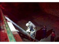 Seydikemer'de kanala düşen keçiyi itfaiye kurtardı