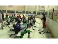 Narman Kadın Buz Hokeyi Takımı, Kadınlar Ligi Şampiyonası'na hazırlanıyor