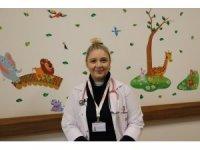 """Dr. Çebi: """"Bebeğiniz ile iletişim kurmak için konuşmanız gerekmez"""""""