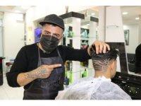 Diyarbakırlı berber gündemdeki konuları saça resmediyor