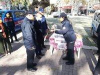 Erdek'te Polisler KADES için sokakta