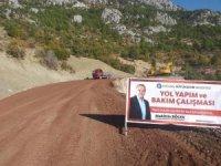 Akseki'de heyelan olan yola istinat duvarı