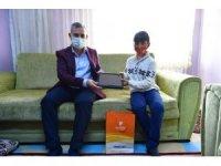 Çınar'dan tablet almaya hak kazanan öğrencilere sürpriz ziyaret