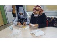 DİSMEK kursiyerleri günlük bin tıbbi maske üretiyor