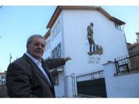 Kütahyalı gurbetçi 3 katlı evinin duvarına Atatürk silueti çizdirdi