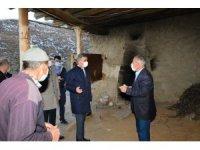Vali Baruş, deprem bölgesinde incelemelerde bulundu