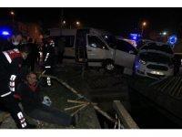 Adana'da işçi servisi ile hafif ticari araç çarpıştı: 4 yaralı