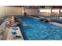 Öğretmenler yüzme öğreniyor