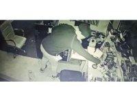 İş yerinden cep telefonu hırsızlığı kamerada