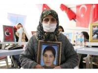 Evlat nöbetini sürdüren anne terör milislerinin en ağır ceza almasını istiyor