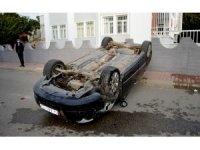 Otomobil ters döndü: 4 Yaralı