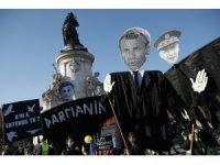 """Fransa'da """"Küresel Güvenlik"""" yasası ve polis şiddeti protestosu"""