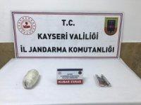Jandarmanın çevirdiği yolcu otobüsünde 450 gram esrar ele geçirildi