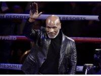 Mike Tyson ringlere döndü