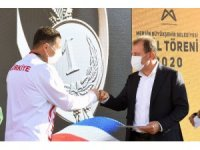 Mersin Büyükşehir Belediyesinden başarılı sporculara destek