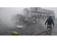 Pakistan'da yolcu otobüsü ile kamyon çarpıştı: 13 ölü, 17 yaralı