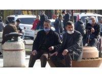 Diyarbakır'da güneşli havayı gören korona virüsü unuttu
