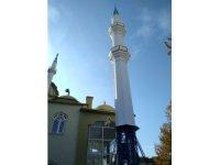 Selendi'de fırtınadan yıkılan cami minaresi yenilendi
