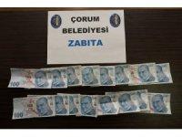 Pazarda alıveriş yapan şüphelinin üzerinden bin 600 lira sahte banknot çıktı