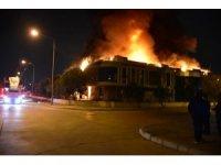 İzmir'de plastik fabrikasında yangın