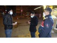 'Kimse yok' diye sokakta sigara içerken ekiplere yakalandı, 900 lira ceza aldı