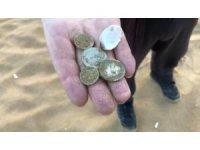 Korona, sahillerdeki define avcılarını da vurdu