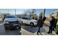 AK Parti Genel Başkan Yardımcısı Demiröz'ün konvoyunda kaza: 1 yaralı