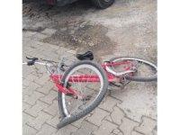 Otomobile çarpan bisikletli çocuk yaralandı