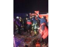 Kars'ta kamyon şarampole devrildi: 1 yaralı