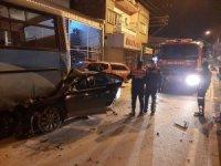 İşçi servisine arkadan çarpan otomobil sürücüsü ağır yaralandı