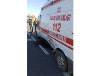 Otomobil ile ambulans çarpıştı: 3 yaralı