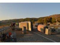 Besni'de inşaat işçilerini taşıyan minibüs devrildi