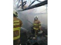 Balıkesir'de depo yangını