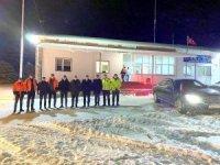 Vali Makas, karla mücadele ekipleriyle bir araya geldi