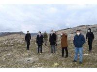 Vali Çuhadar afet konutlarının yapılacağı alanı inceledi
