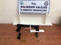 Balıkesir'de polis 18 aranan şahsı yakaladı