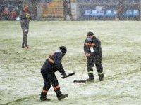 Başakşehir-Sivasspor maçında zemim beyaza büründü